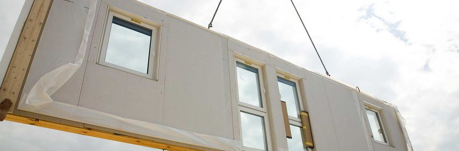 Delivery of an external wall for a prefabricated house